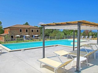 Apartment in Castiglione Del Lago with 5 bedrooms sleeps 10