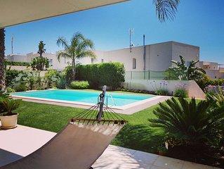 moderna villa con piscina vicina al centro/mare