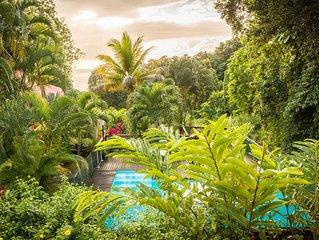 Gîte climatisé dans un coin de Paradis, grande piscine sécurisée, plage à 2km