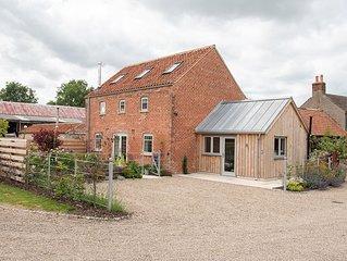 *New Jul 19* The Workshop - Open Plan Barn with Log Burner & South Facing Garden