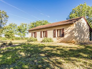 Beautiful holiday home near Salignac-Eyvigues (5 km) in a quiet natural location