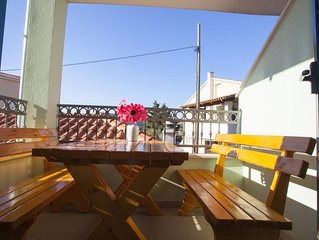One bedroom apartment with terrace Sumartin (Brač) (A-17267-f)