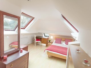 Spacious Deluxe Double room short walk from Warwick Uni (max 2 people)