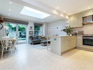 A lovely & charming family home located close to Clapham Common, Sleeps 9(veeve)