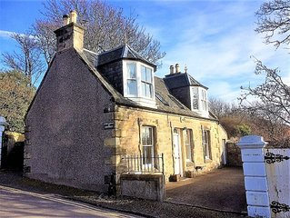 Cardy Cottage, Dog Friendly, Cosy Holiday Cottage, 10 miles from St Andrews