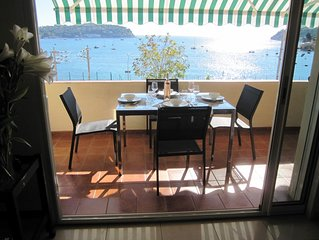 De luxe air-cond 2 bed apt close to beach with large terrace and sea view