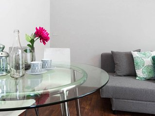 Spacious Street Art House apartment in Navigli with WiFi & lift.
