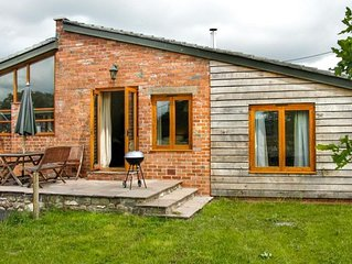 Alfreds Bull Pen - Two Bedroom House, Sleeps 4