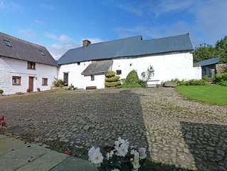 Located on a traditional Welsh farm in the Brecon Beacons National Park, this be