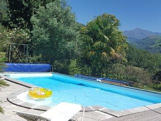 Jolie maison avec piscine dans parc arboré avec vue sur le pic du montaigu