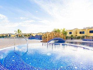 Villa con jardín, vistas al mar y piscina