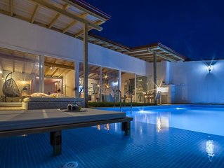 New Stylish Contemporary Honeymoon Villa with Totally Private Pool & Views