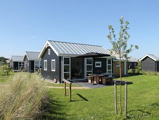 A cosy family home from which you can enjoy the Zeeland landscape in peace and q