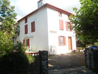 Appartement dans ancienne ferme rénovée du pays basque,logement spacieux .
