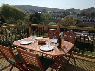 4 bedrooms family home with fantastic hills views