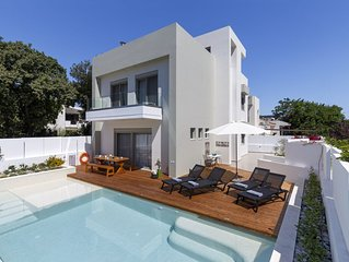 Superb Quality Villa For 8 Persons In A Quiet Location, Near The Aegean Sea