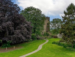 2 bedroom accommodation in Ludlow