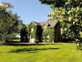Beautiful 4 bedroom Cottage 45 mins from Belfast and North Coast Beaches.