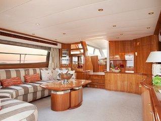 Voguez et séjournez à bord d'un magnifique Yacht