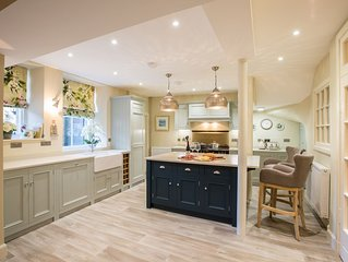 4 minute walk to Old Course, central location, perfect for families and groups