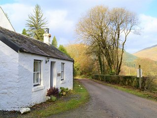 Quiet village location in beautiful valley close to Dunoon, Argyll. Sleeps 2, pe