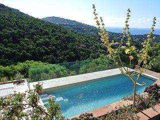 Volledig vernieuwde villa voor 10 personen met zicht op zee en zwembad