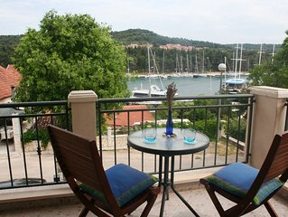 Lovely apartment on 1st floor, with sea view balcony, 400m to Beach