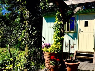 Hut in the Hollow - A handcrafted Shepherd's Hut a short walk from Durham City