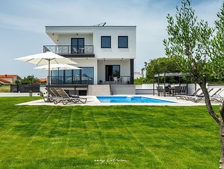 Beautiful large villa near the beach in Pula