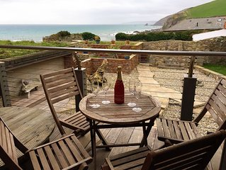 Luxury Beachside Cottage - Unspoilt Cornish Village - Child/Dog Friendly
