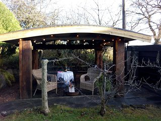 Cosy cottage, garden room, covered fire pit area in garden, 15 acre  woodland
