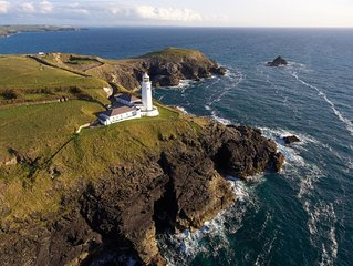 Nimbus Cottage at the lighthouse on a headland between sandy beaches of Harlyn a