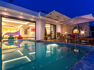 Honeymoon Villa with Secluded Heated Indoor Pool, Turkish Bath, Sauna & Views