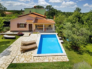 Holiday home Ecio, with a large garden, surrounded by nature, fully fenced