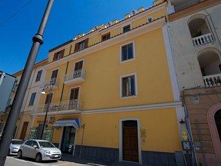 Appartamento con camera da letto e balconi