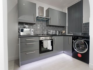 3 bedroom apartment near St James Hospital-Leeds