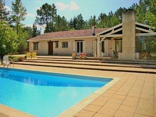 Prive gelegen luxe VilLa Douze met zwembad, middenin de natuur van de Dordogne