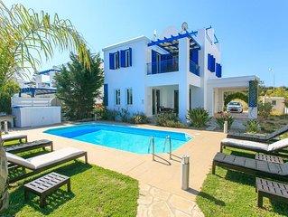 Riviera Beach Front: Large Private Pool, Walk to Beach, Sea Views, A/C, WiFi, Ca