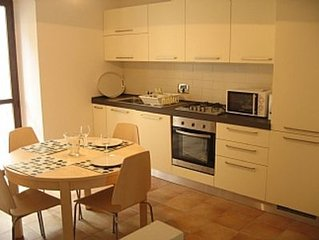 Apartment In Village Centre, Well Located For Local Restaurants And Shops