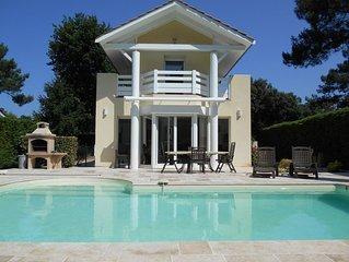 BORDURE GOLF DE LACANAU - Villa confortable et paisible avec piscine privée -WiF
