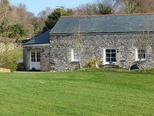 Dolphin Cottage - Three Bedroom House, Sleeps 6