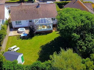 CROYDE SANDY BAY | 4 Bedrooms | Sleeps 8 | Hot Tub Available | Dogs Welcome