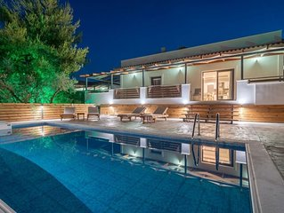 Chloe-4 bedroom villa with Private pool and Garden view