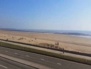 Seafront location 2 bed apartment
