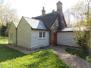 'High Hoe' Sleeps 6 - Mersea Island Cottage with BEACH HUT, WiFi, sorry no pets