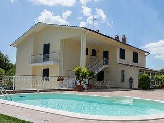 Lazio, Viterbo,Casa Vacanze con piscina ed A.C. ad 1 km. dal Centro Storico