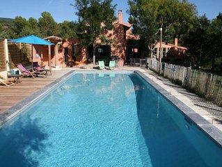 Villa lumineuse avec grande piscine au pied du Luberon