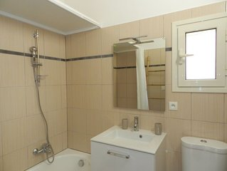 2 bedroom Apartment, sleeps 4 with Pool, FREE WiFi and Walk to Beach & Shops