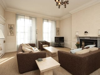 The Walter Scott Suite - Luxurious city centre apartment with Castle views