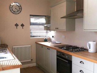2-Bedroom House. 10-15 mins walk to centre. Parking options
